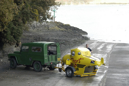 Personal Submersible - launch and recovery - ResortSub - yellow submarine